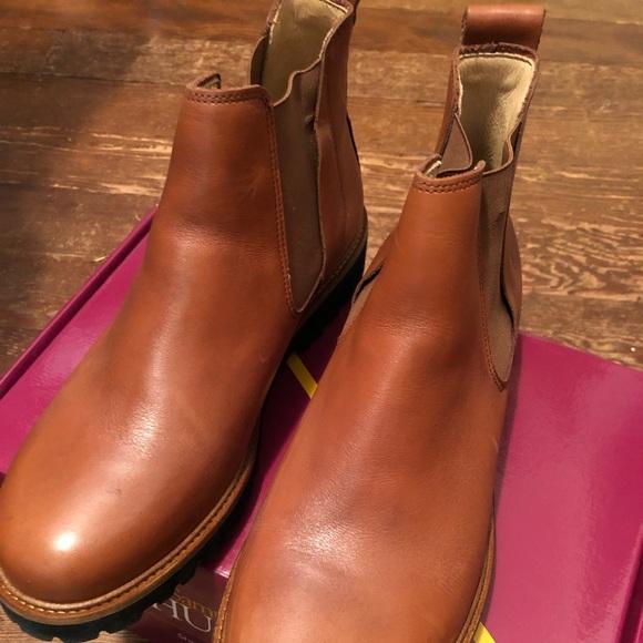 02e3f6f096e NIB Samuel Hubbard 24 Seven Chelsea Boots